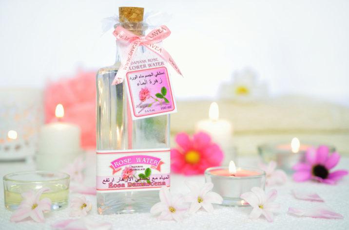 Woda różana z kwiatów róży damasceńskiej
