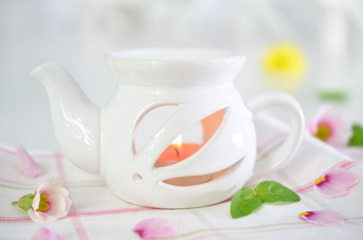 Kominek do aromaterapii - biały czajniczek