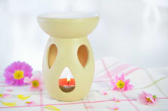 Kominek do aromaterapii kremowy