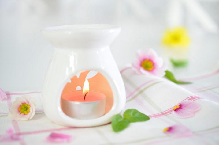 Kominek do aromaterapii Flower – biały
