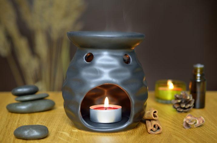 Czarny kominek do aromaterapii