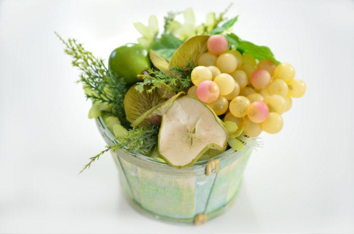 Dekoracyjny koszyk z owocami