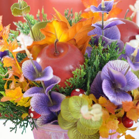 Jesienna dekoracja – bukiet w koszyku