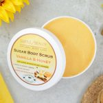 Peeling do ciała z olejkiem migdałowym i woskiem pszczelim Wanilia & Miód