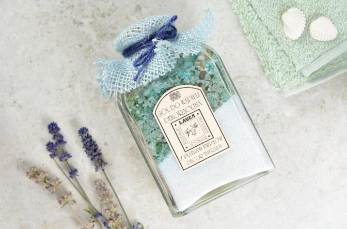 Dekoracyjna sól do kąpieli z płatkami kwiatów