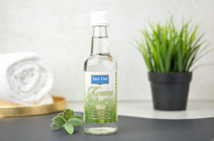 Woda z kwiatów pandanowca Kewra