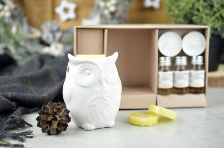 Zestaw zapachowy Sowa - biały kominek, olejki, świeczki i woski