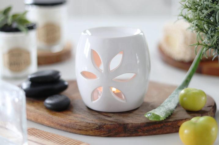 Kominek do aromaterapii Spring - biały