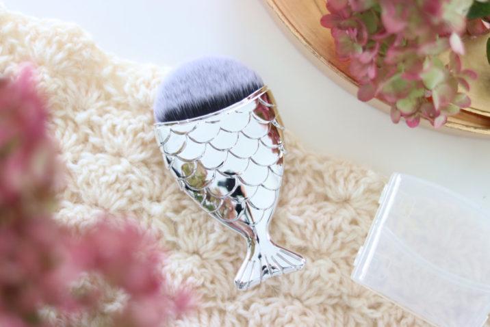 Pędzel do makijażu – płaski kabuki – Mermaid - srebrny