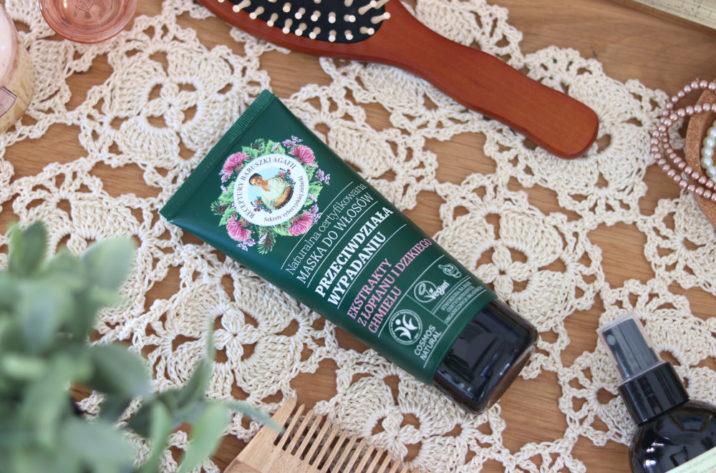 Naturalna maska przeciw wypadaniu włosów – łopian i chmiel