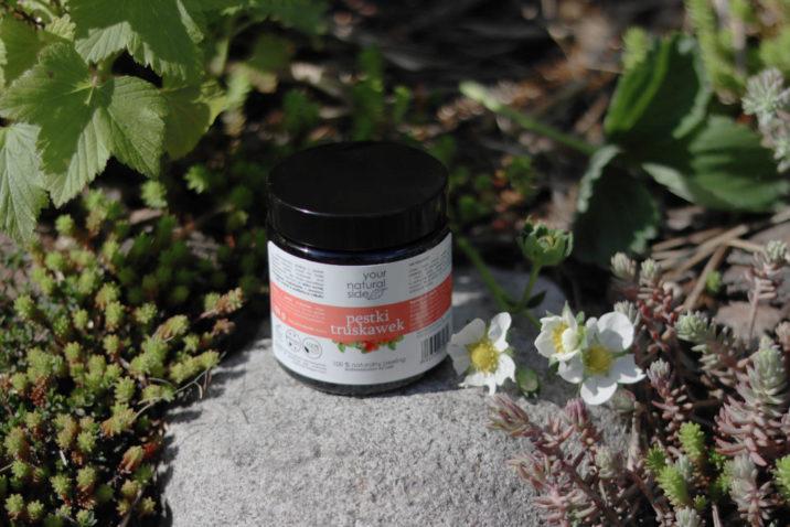 Peeling do ciała z pestek truskawek – drobnoziarnisty